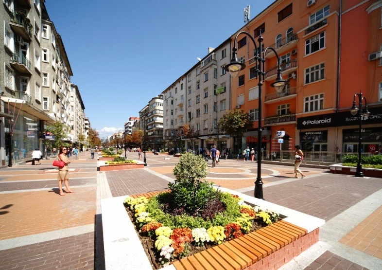 Улици, площади и мостове